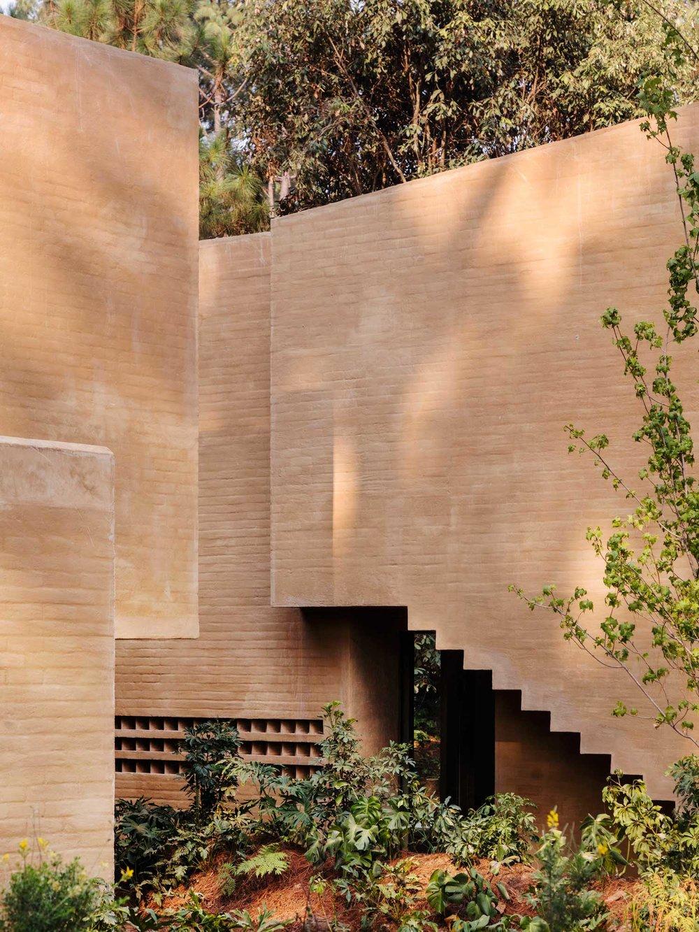 Entrepinos-Housing-in-Valle-de-Bravo-Mexico-by-Taller-Hector-Barroso-Yellowtrace-02.jpg