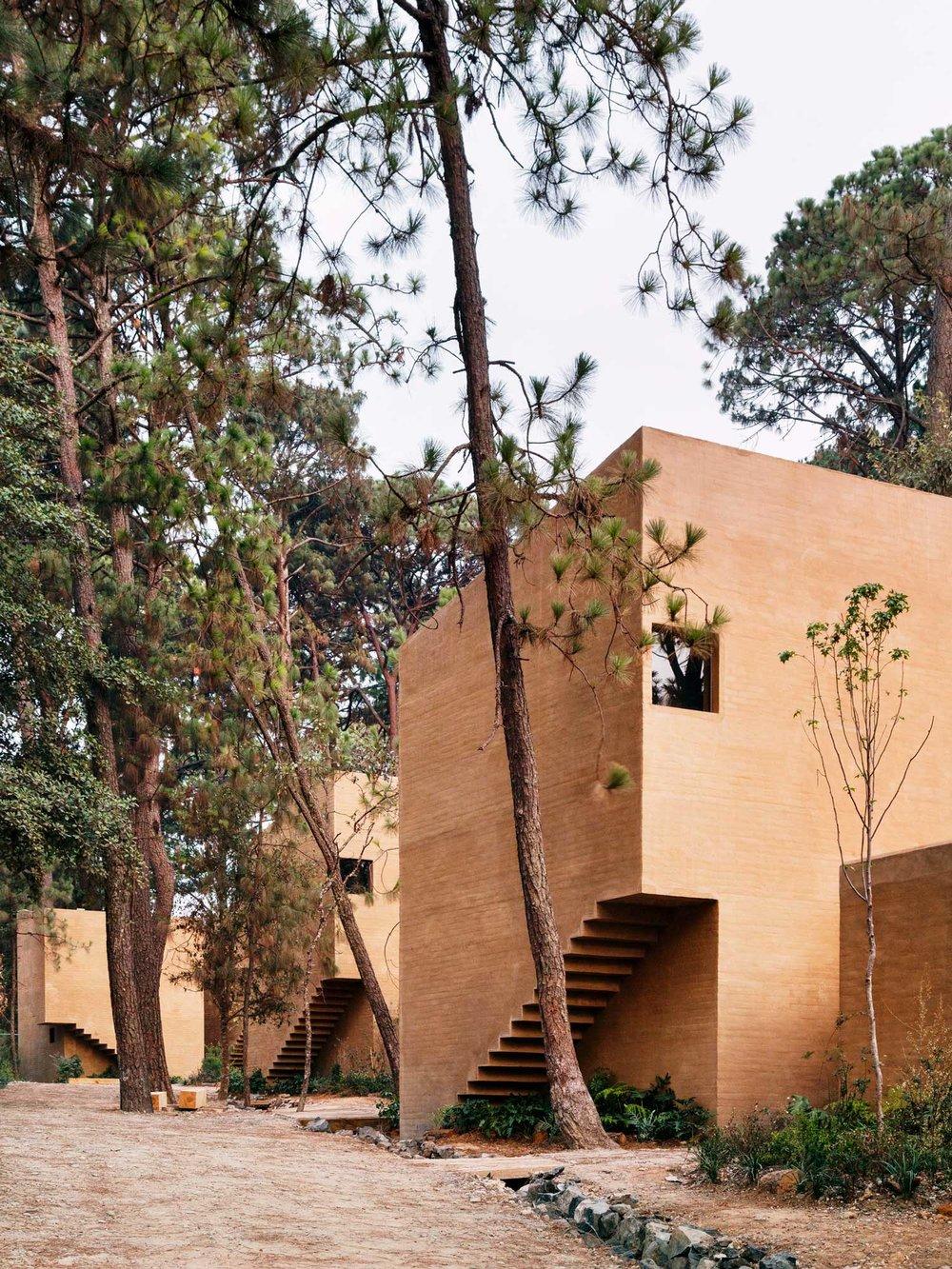Entrepinos-Housing-in-Valle-de-Bravo-Mexico-by-Taller-Hector-Barroso-Yellowtrace-01.jpg