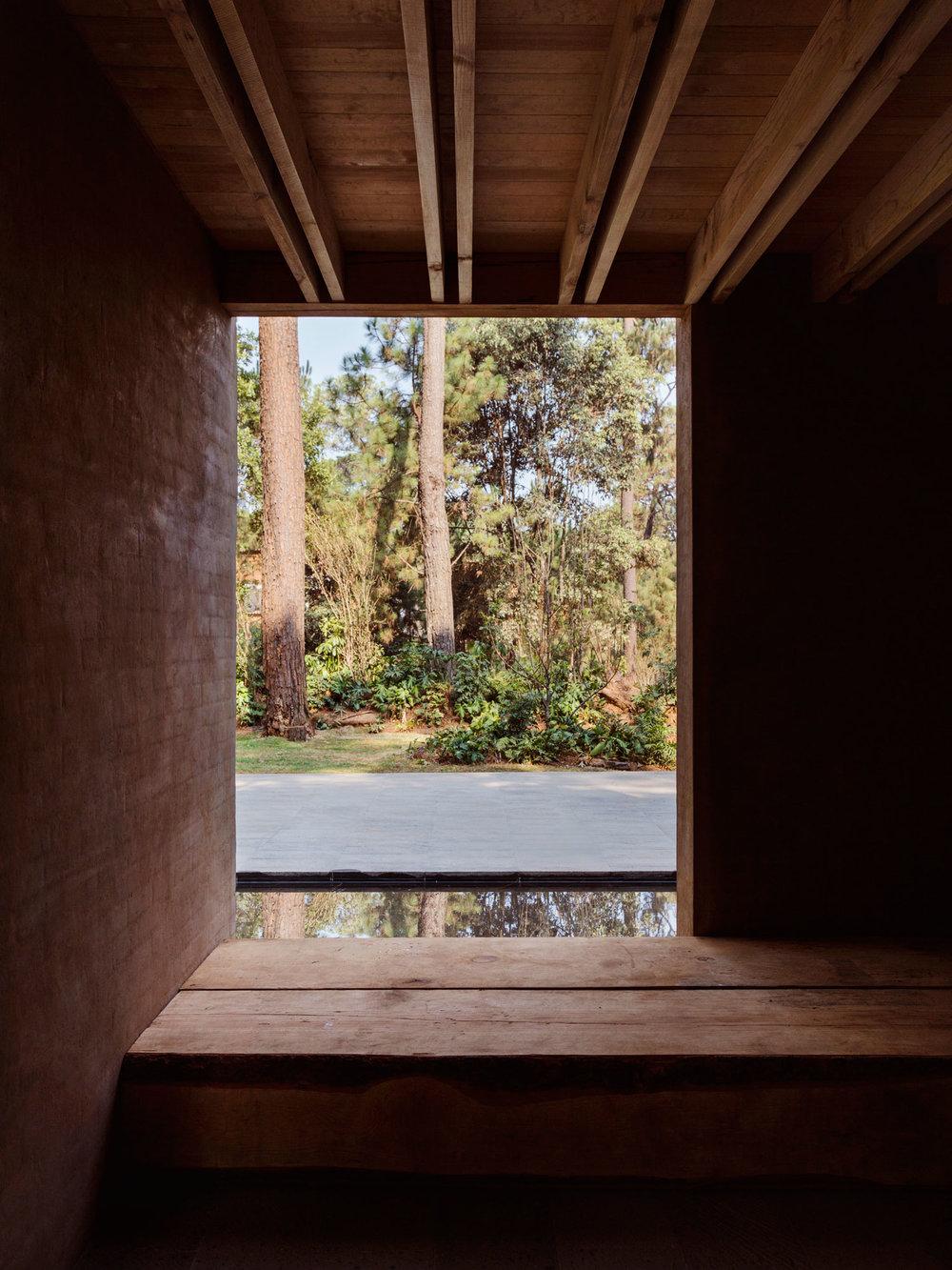 Entrepinos-Housing-in-Valle-de-Bravo-Mexico-by-Taller-Hector-Barroso-Yellowtrace-09.jpg