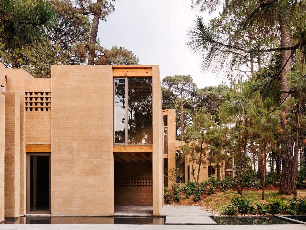 Entrepinos-Housing-in-Valle-de-Bravo-Mexico-by-Taller-Hector-Barroso-Yellowtrace-10.jpg