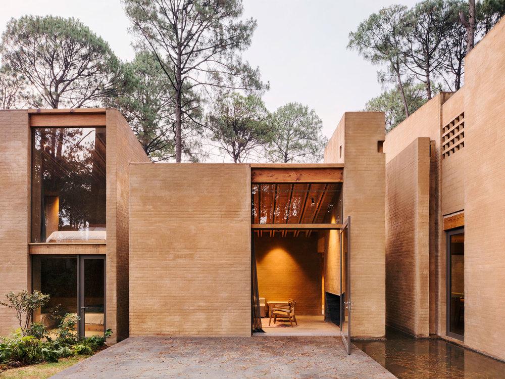 Entrepinos-Housing-in-Valle-de-Bravo-Mexico-by-Taller-Hector-Barroso-Yellowtrace-17.jpg