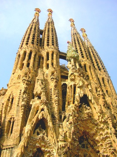 sagrada_familia_saturation_2.jpg