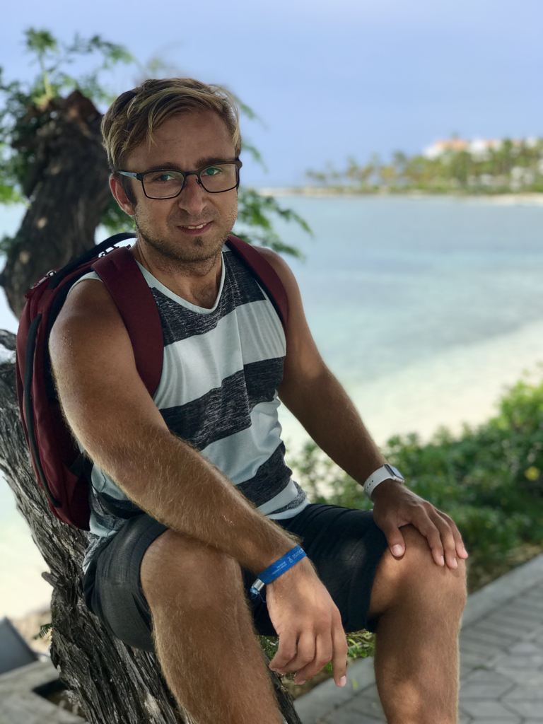 Robert (from Sweden) is an app developer. Currently, he's working on a freelance project and cofounding a startup. He likes exploring the world and prefers slow traveling to get a more local experience and have time for daily routines.