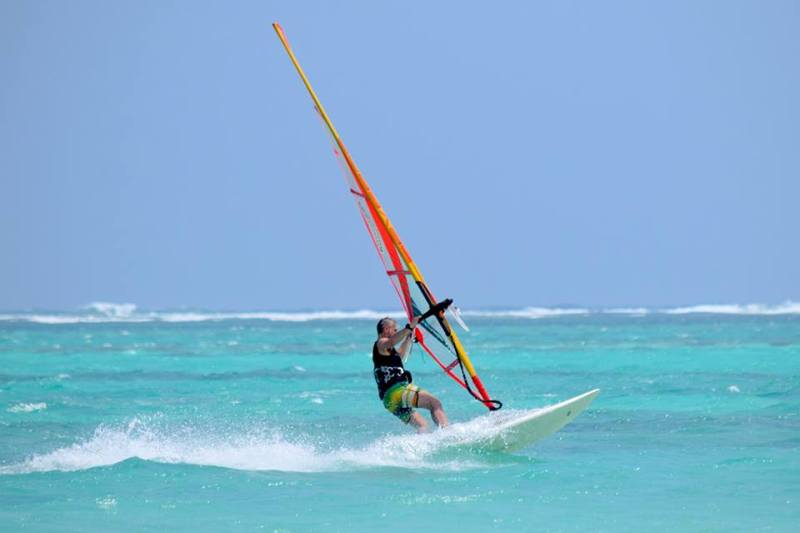 4_Diani_Beach_Kenya_Windsurf_Kitesurf_Holiday_Beach_Windsurf_Action_800x533.jpg
