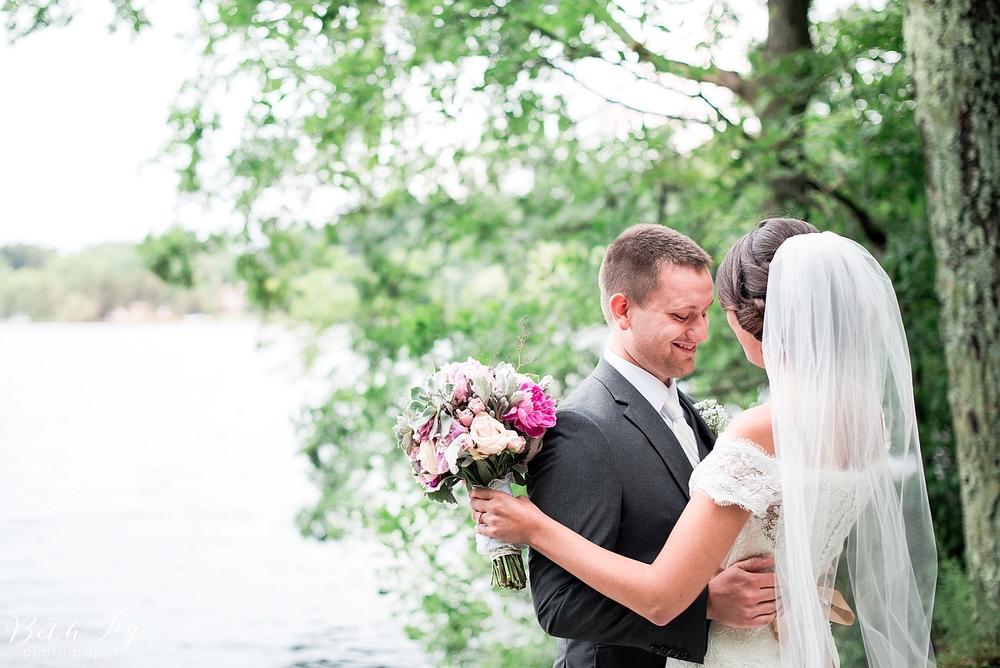 romantic-sherman-lake-ymca-wedding_0016.jpg