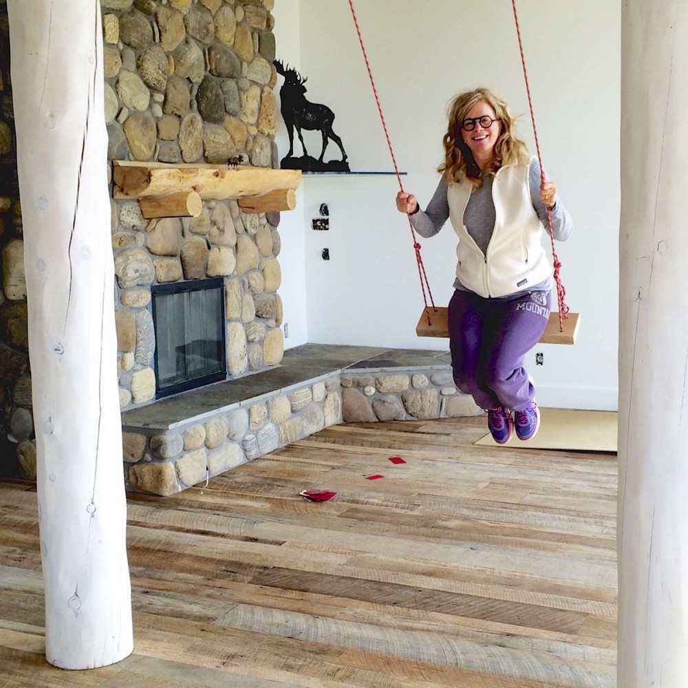 Swinging from living room into dining room