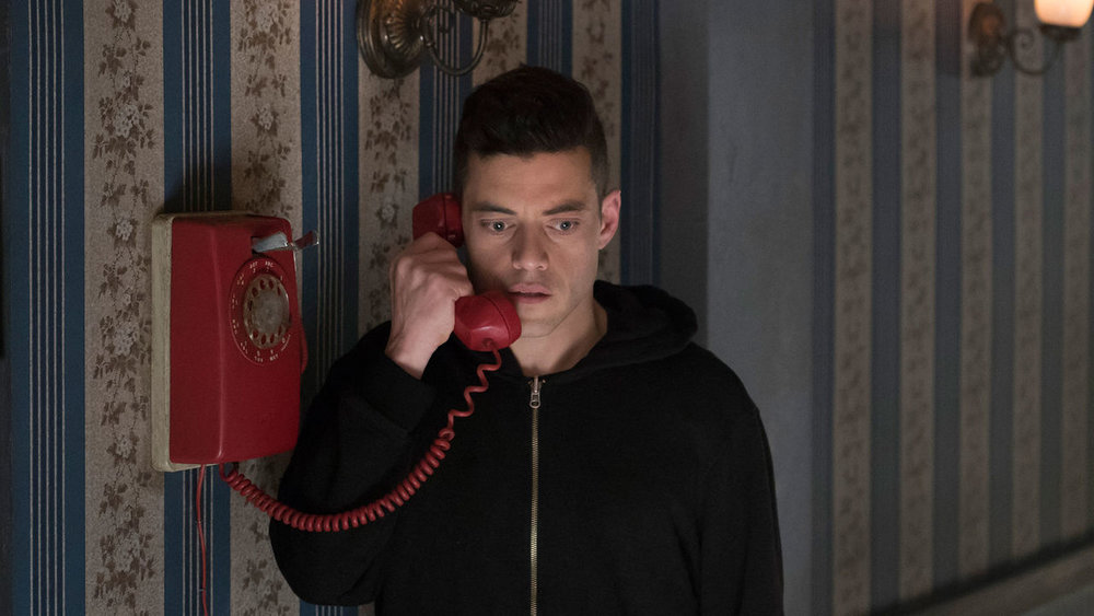 indie-music-and-television-blog-mr-robot-elliot-alderson-on-red-phone