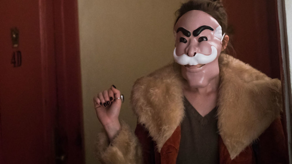 indie-music-and-television-blog-mr-robot-darlene-alderson-wears-fsociety-mask