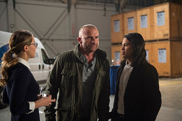 indie-music-and-television-blog-the-flash-crossover-cisco-and-supergirl