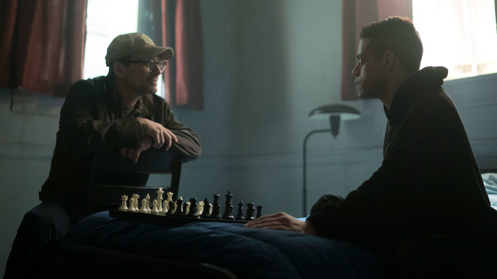 indie-music-and-television-blog-mr-robot-elliot-and-mr-robot-play-chess
