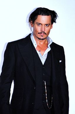 256px-Johnny_Depp_Paris_2009