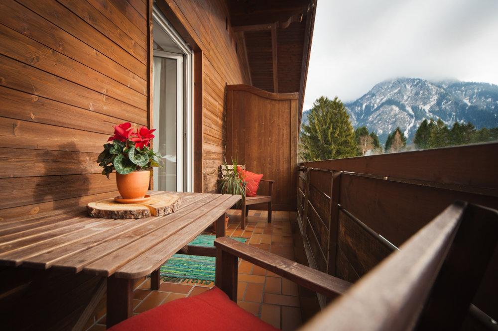 Alpengluehen_Balkon.jpg