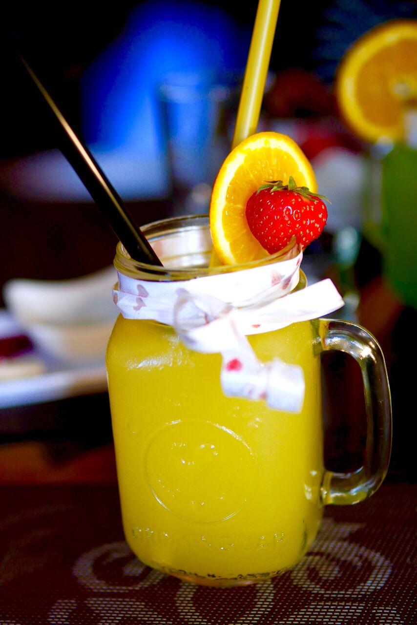 """....  Mysushi special   Lemongrass syrup, lemonade, ginger syrup, orange juice, soda water    Kooslus meenutas ingveriteed meega ja gaseeritud veega. Väga magus, kuid ühtlasi värskendav ergutuspomm! ¼ väitis, et jook tekitas kerge wow efekti. Ülejäänute jaoks joodav, kuid ei midagi erilist.  ..  The combination resembled ginger tea with honey and sparkling water. Really sweet, but at the same time the most refreshing out of the lemonades! ¼ of us claimed that the """"wow effect"""" was experienced. Others thought that it was okay, but nothing special.  ...."""