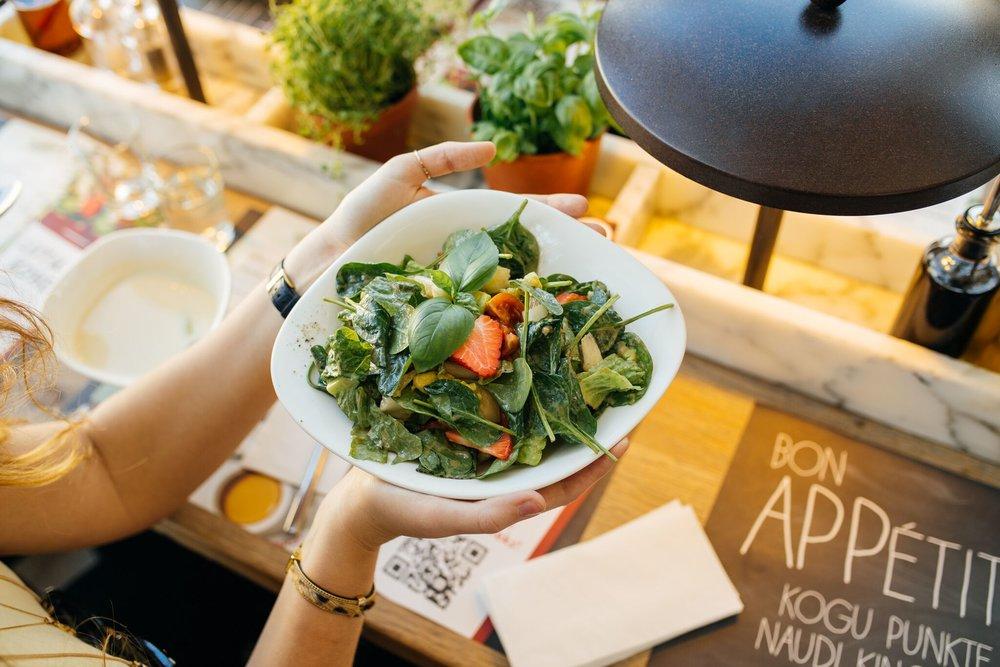 Insalata Primavera   Spargli-avokaado-maasika salat