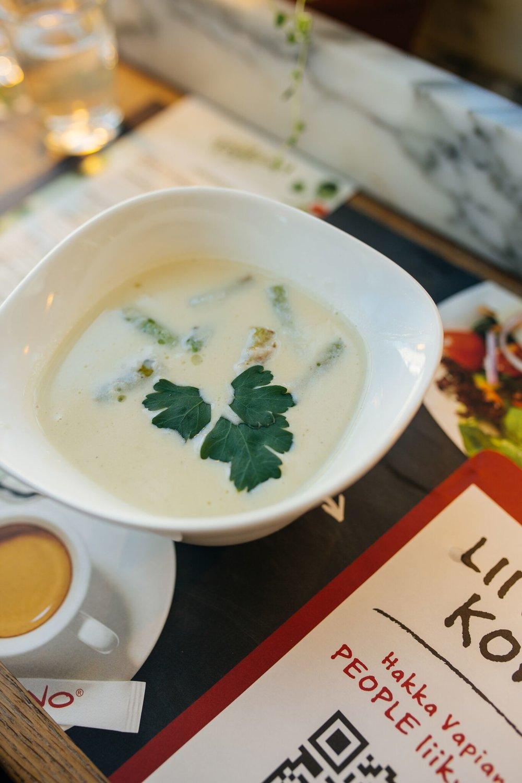 ....  Spargli püreesupp  ..  Asparagus Soup  ....