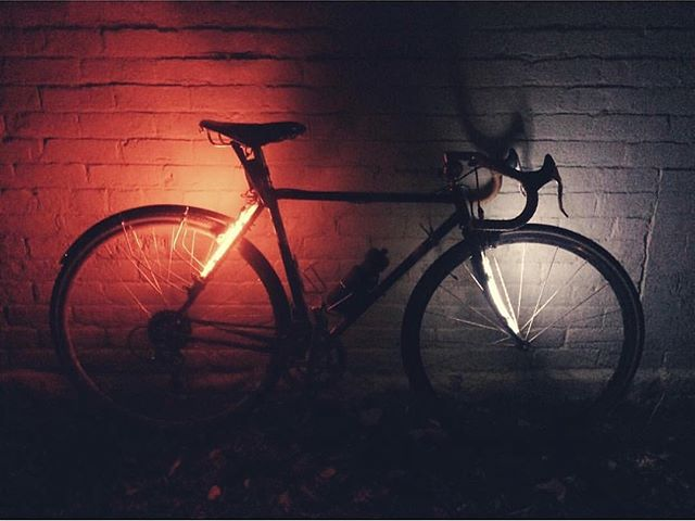 Bicycle safety is so important, especially this time of year with darker streets during your commute. Be seen from all directions with #ledbylite! Free shipping worldwide and now available on Amazon Canada and Europe 📷: @hoangryhippo