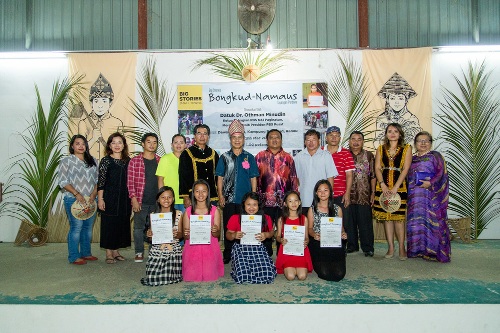 Community filmmakers and Child Photographers with guest of honour Datuk Dr. Othman Minudin