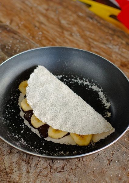 Sago Crepe with Chocolate and Banana_Q5_step11.jpg