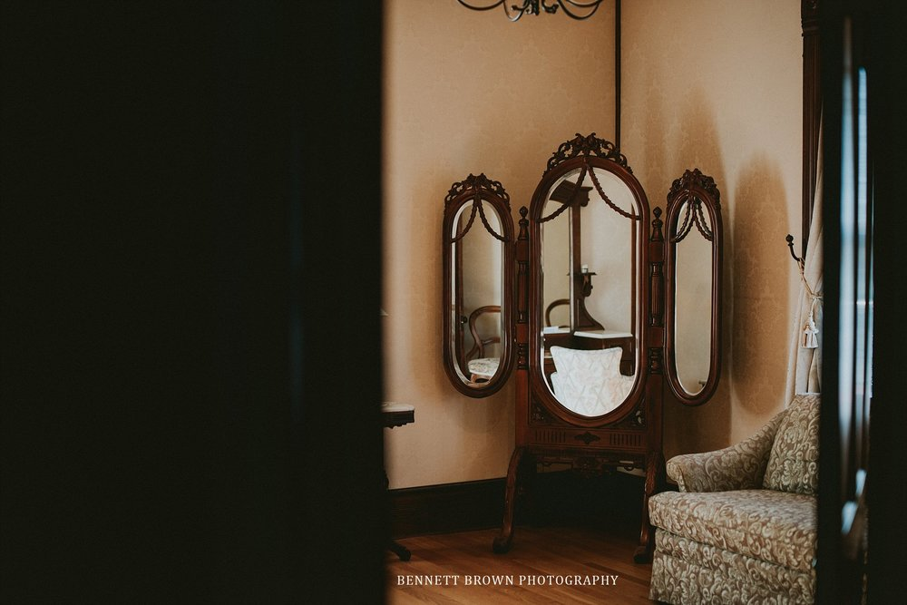 Bennett Brown Photography Weddng venue vanity mirrors