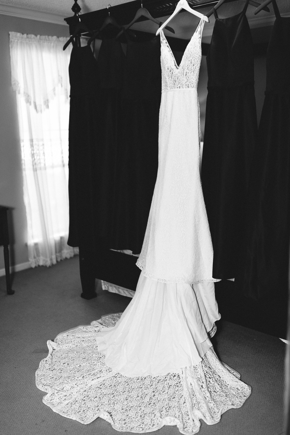 wedding gown beautiful v-neck lace train black and white