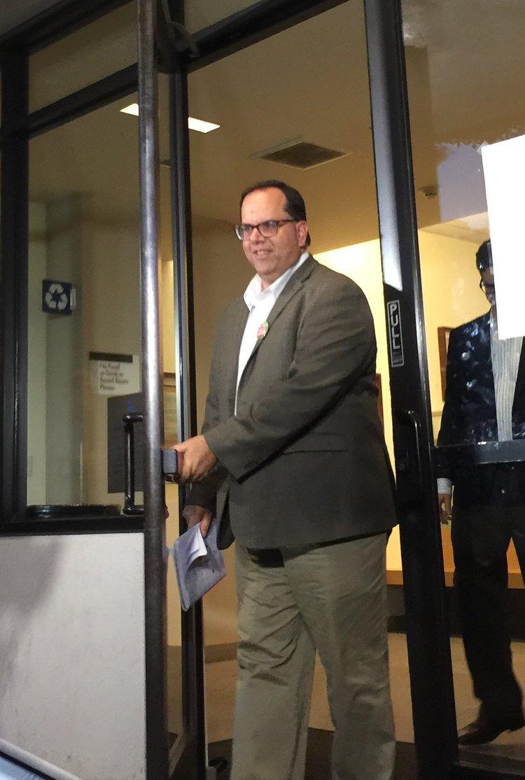 EL PRESIDENTE DE UTLA, ALEX CAPUTO-PEARL, niega LOS DESAFÍOS FINANCIEROS DEL DISTRITO, A pesar de las advertencias del condado