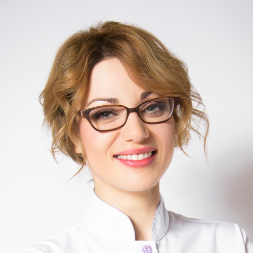 Valeriya Semenyuk - Founder & Chief Aesthetics OfficerPhysician from Ukraine, applying medical knowledge and the most advanced European facial techniques in every treatment.