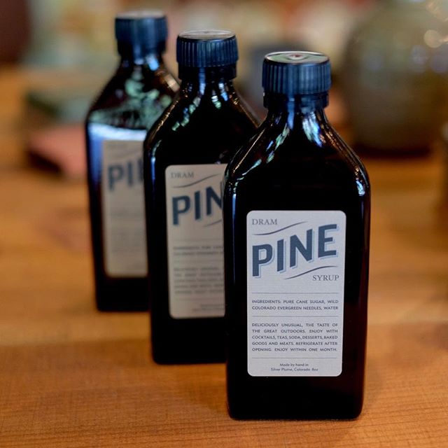 The scent of the season 💫🌲@dramapothecary pine syrup. Made from hand-foraged Evergreen needles for use in cocktails, baked goods, or wherever your creativity takes you! . . . . #giftideas #gift #ojai #uniquegifts #pinesyrup #cocktails #stockingstuffers #bitters #pine #christmasgifts #shopsmall #presents #giftsforhim #foodie #foodiegifts
