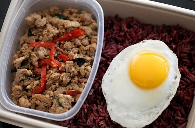 Eat like royalty 👑. We are now stocked up with the (spicy) Minced Chicken & organic riceberry. Here's a fun fact: The riceberry is a specially made strain of rice cultivated by the late king of Thailand. . . . . . #losangeles #southpasadena #premademeals #pasadenaca #mealprep #thailand #thai #thaifood #thailand🇹🇭 #readytoeat
