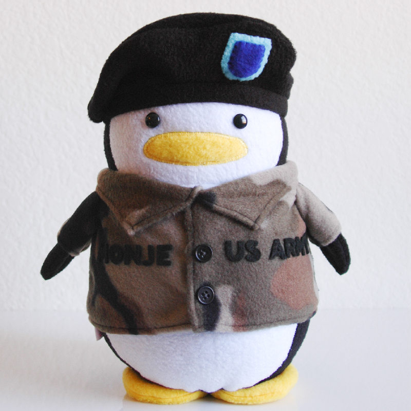 Penguin_Army_Monje