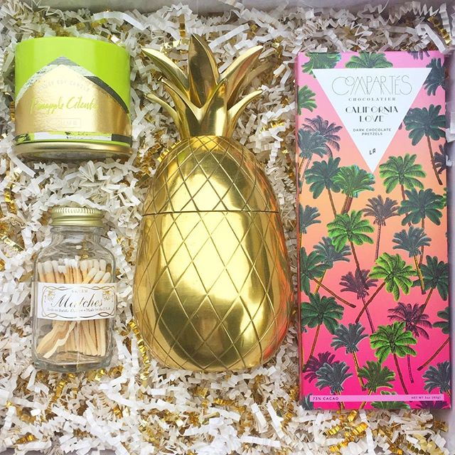 Dreaming of a palm tree vacation but stuck in the cold?  Our Cali Christmas gift box will definitely shine some vitamin D on your holiday!