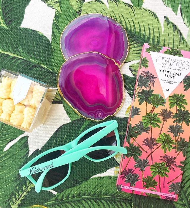 No matter what we do, we are always drawn to bright, lighthearted and tropical themes!  Heading into the weekend with pineapple & palm vibes 🍍🌴😎