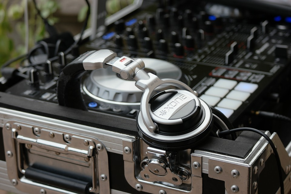 dj-equipment-min.jpg