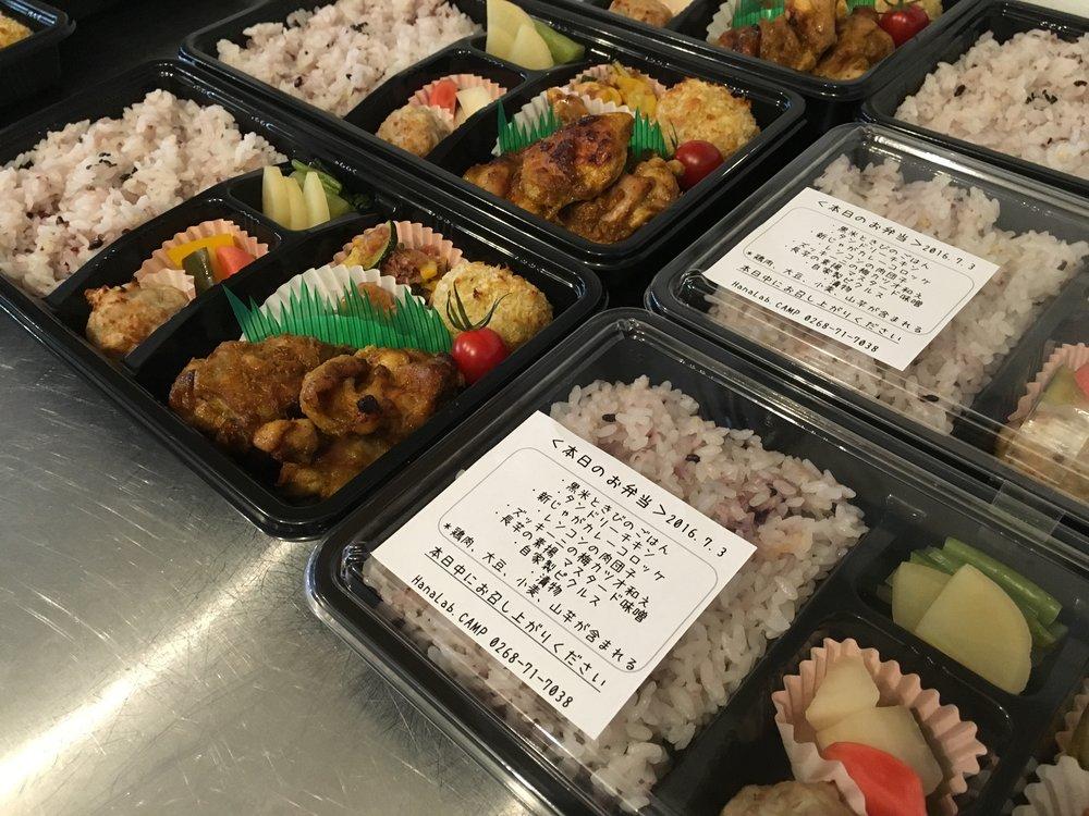 ¥1000タンドリーチキン、副菜5種、黒米ときびのごはん.jpg