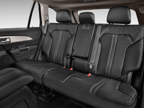 2016-Lincoln-MKT-rear-seats.png
