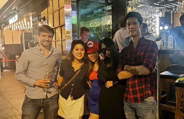 #halloween2018 wasn't so shabby! 👻 Though I was x10 more drunk last year haha so I've been a good girl this year. 😂 Glad to have @vickicxoxo in HK for random adventures! ° ° #halloween #hkig #lkf #lankwaifong #discoverhongkong #lifeinhk #hkiger #like4likes #tagforlikes #likebackinstantly #batgirl #partytime