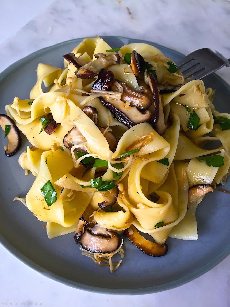 shitake and enoki mushroom pasta