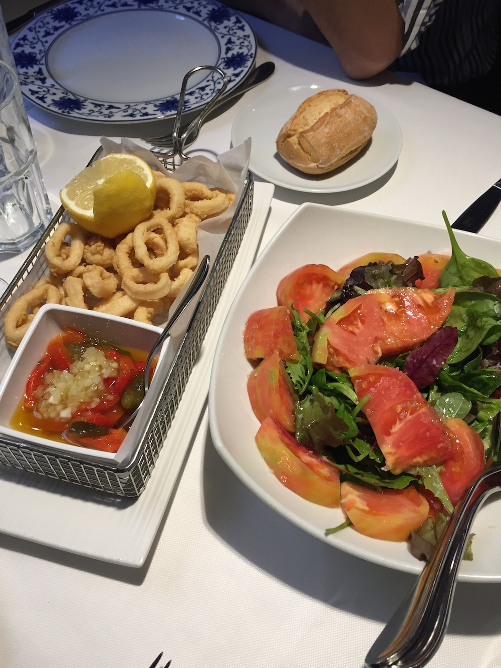 Fried calamari & tomato salad