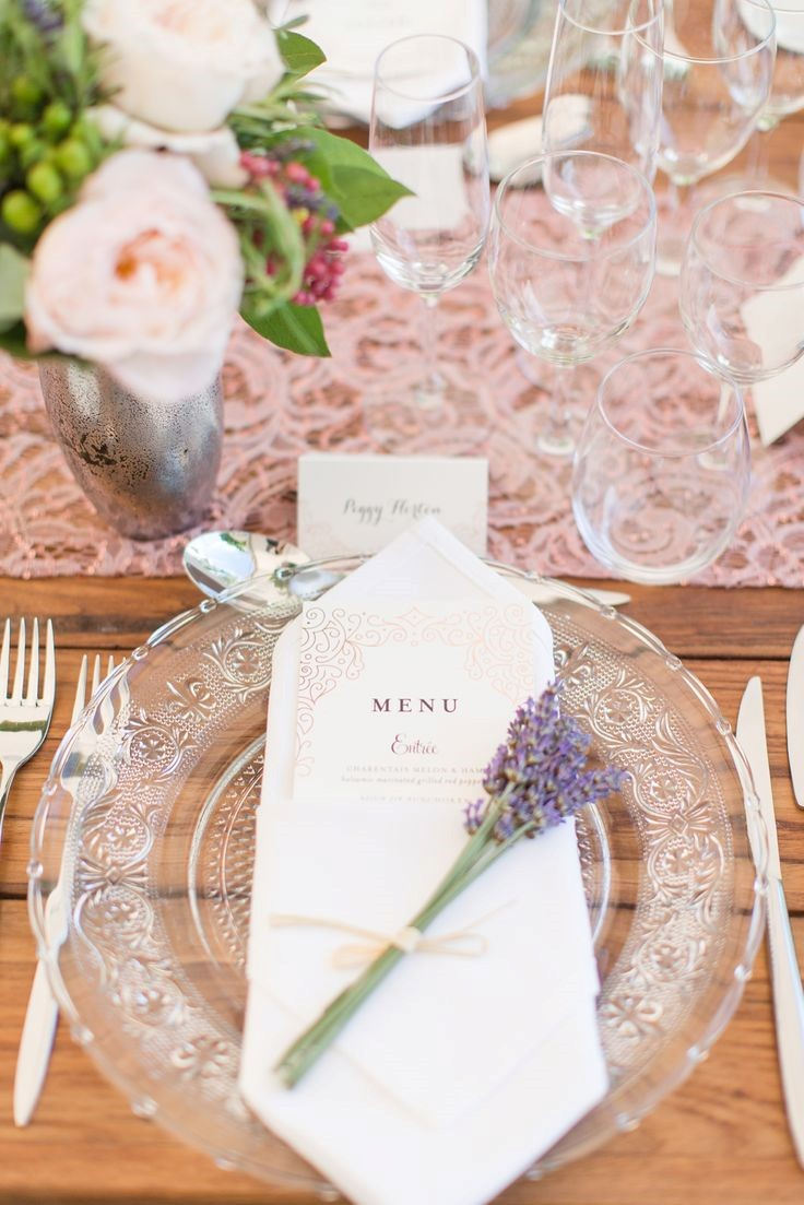 2. NAPKINS WITH FLOWERS  Details are important! Adding a small but lovely floral arrangement to each napkin can create beautiful composition. Guests will definitely appreciate this gesture.