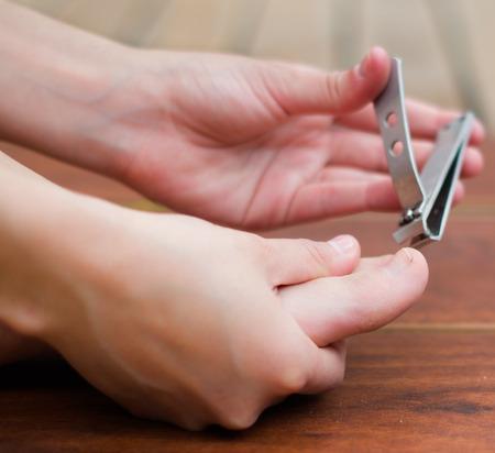 59421802_S_clipper_toe_nail_man_foot_hands_across.jpg