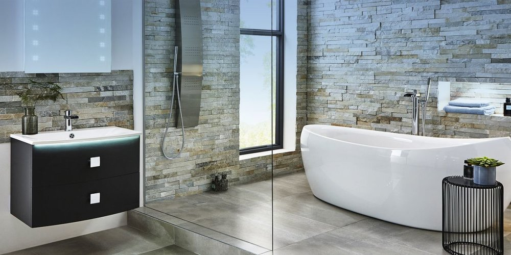 Free standing bath with wet room shower
