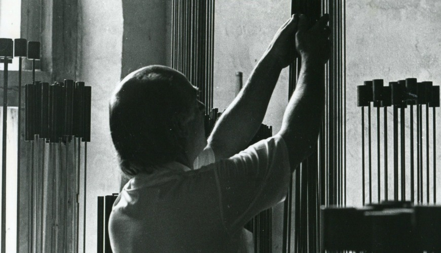 Bertoia clasping tall rods of Monel or Inconel to create a curious, harsh sound.
