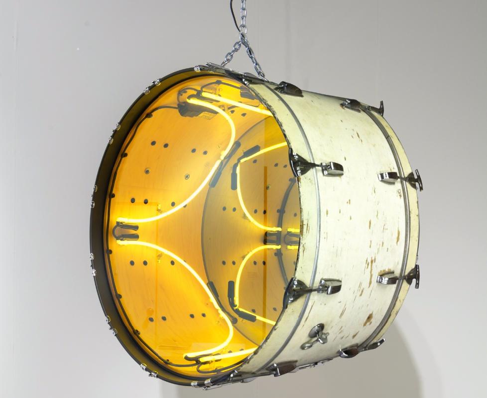 Iván Navarro,Chin Chin 4 (White),2013 neon, vintage drum, mirror, one-way mirror, electric energy Courtesy of Galerie Daniel Templon