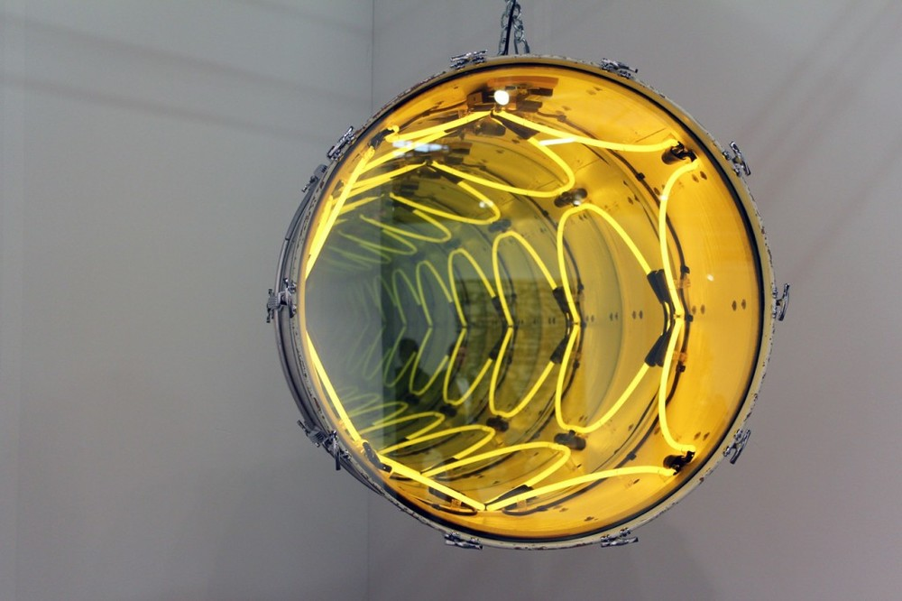 Iván Navarro, Chin Chin (White), 2012 Neon, drum, mirror, one-way mirror and electricity