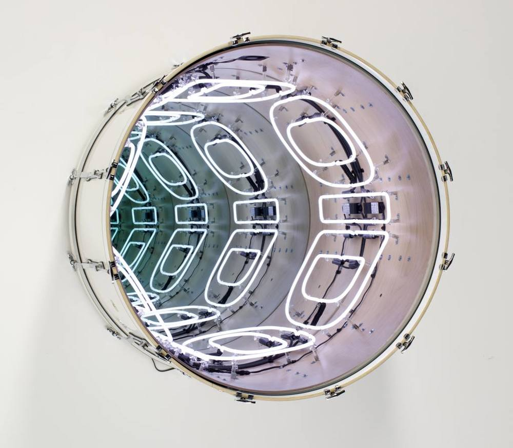 Iván Navarro, Oidoidoido (White), 2015, Neon, bass drum, mirror, two-way mirror and electricity