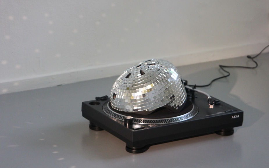 Pieterjan Ginckels, Human Disco Ball Sculpture, 2010 courtesy of Andriesse Eyck gallery.