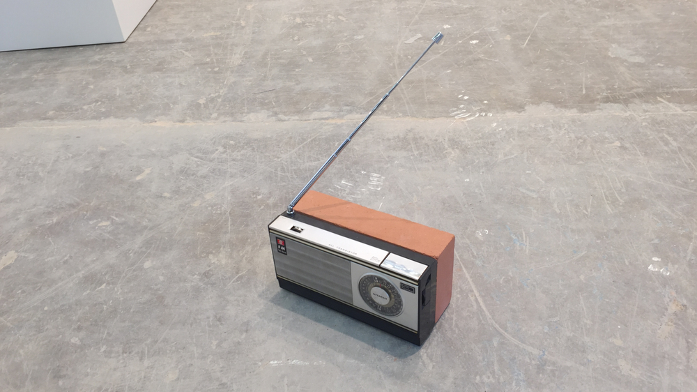Wilfredo Prieto, Radio and Brick, 2015