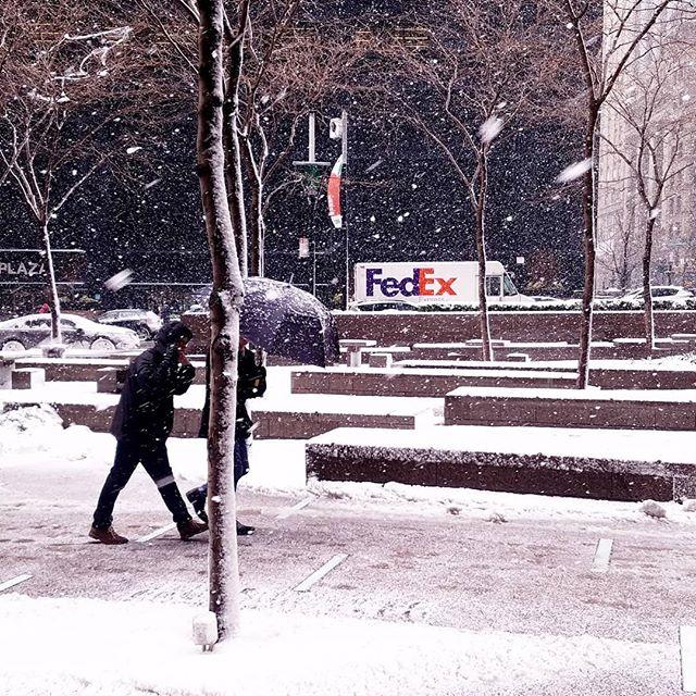#snowmageddon 2018 . . . #gspc #thediscoverer #vscotravel #topnewyorkphoto #travelmore #travelgram #tlpicks #tleditors #newyorkcity #newyork #spring #livefolk #liveauthentic #urbanphotography #streetlife #streetarteverywhere #urbanart #streetscene #ilove_newyo #instagood #follow #latergram #happy #beautiful #igers #luxurytraveldaily #whatawonderfullworldd #vsco_newyork @thestreetsofnyc #theculturetrip