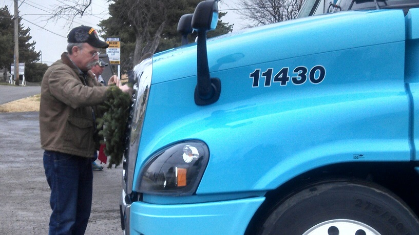 Wreath Load 2014 4.jpg