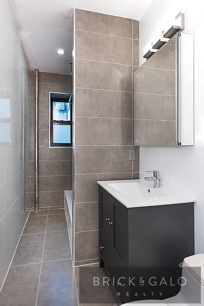 1921-E10-Bathroom[18684].jpg