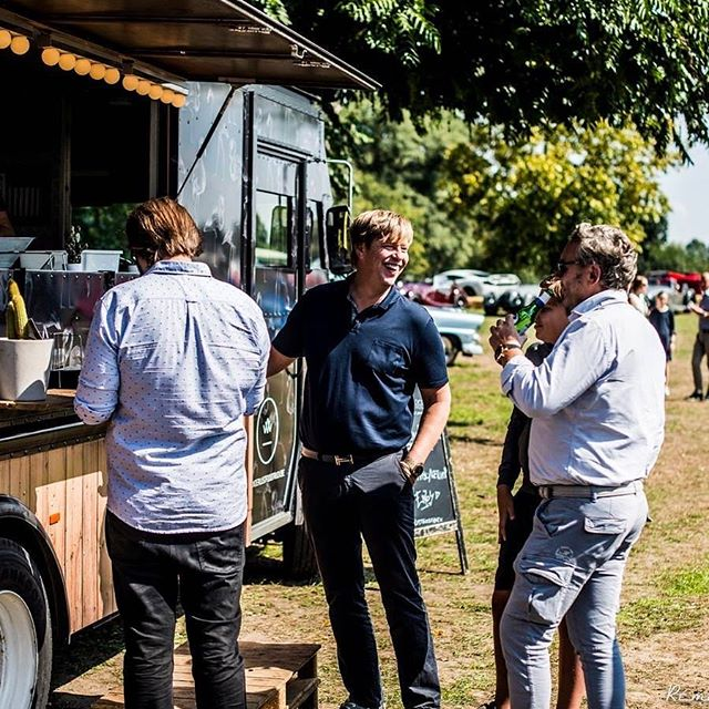 Who wouldn't smile at the thought of great food 🤷‍♀️. . . . . #luxuryleads #eventcatering #foodtruck #luxury #carevent #greatpeople #catering #events #food #bbq #smoker